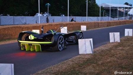 「ロボレース」マシンがグッドウッド・フェスティバル・オブ・スピードで走行