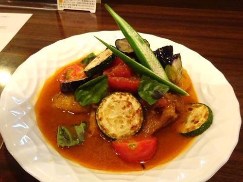 47岐阜県特別飼育鶏と夏野菜のピリ辛スープカレー
