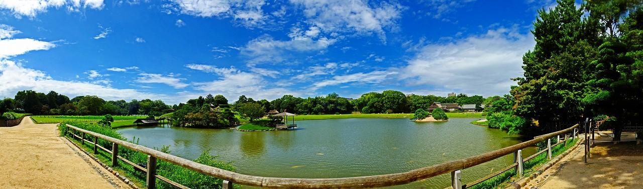 20180730 後楽園今日の慈眼堂前付近から眺めた沢の池越しの園内ワイド風景 (1)