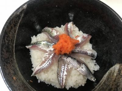 青魚の五目刺身丼