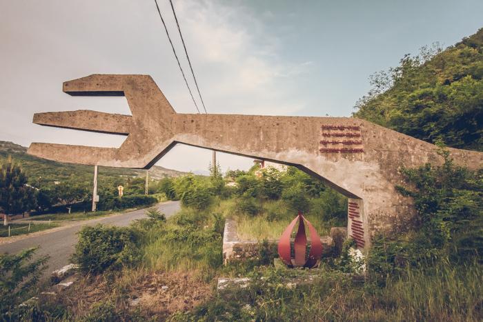 20180618_abandoned_fork_monument_1.jpg