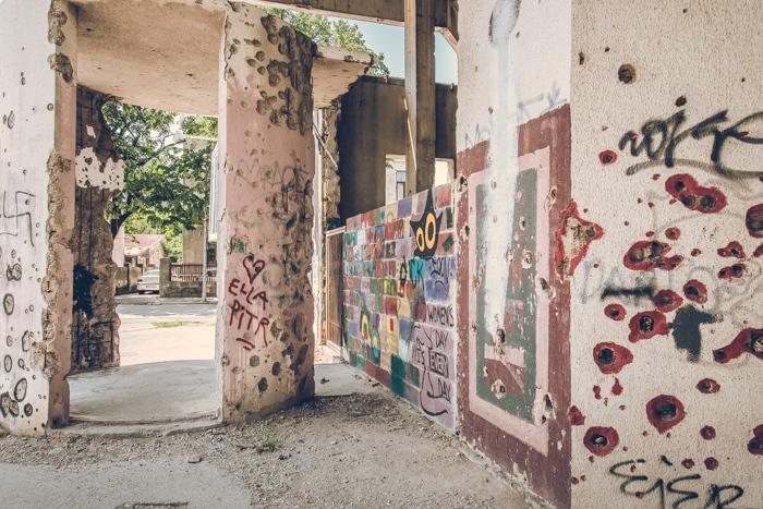 20180630_abandoned_mostar_building_11.jpg