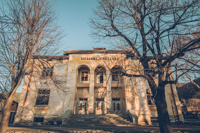 20180808_abandoned_theater_bulgaria_1.jpg