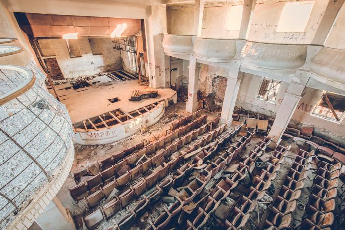 20180808_abandoned_theater_bulgaria_4.jpg