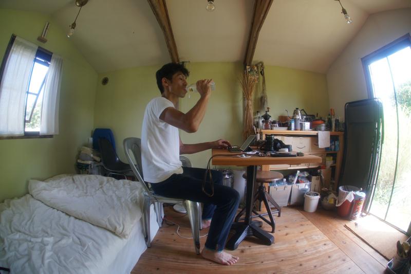 夏の小屋で過ごす