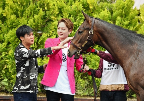 【競馬】休養中のネプチューン名倉 北海道の競馬セレクトセールに姿をみせる!