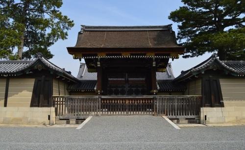 京都御所正門の建礼門(四足門)