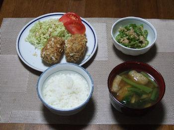 6/13 夕食 さばコロッケ、無限ピーマン、小松菜と油揚げの味噌汁、ごはん