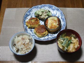 6/14 夕食 鮭とアボカドのサラダ、鮭のポテト焼き、鮭のチーズ焼き、ニラ玉味噌汁、ツナとしめじの炊き込みご飯