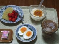 7/2 朝食 キウイ、さくらんぼ、ゆでたまご、豆乳ヨーグルト+甘夏ジャム、鉄チーズ アイスカフェオレ
