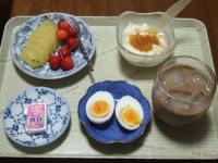 7/3 朝食 キウイ、さくらんぼ、ゆでたまご、豆乳ヨーグルト+甘夏ジャム、鉄チーズ アイスカフェオレ