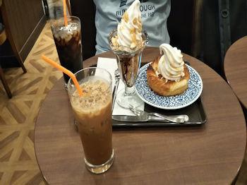 7/22 結婚記念日のケーキ替わり デニブランとキャラメルナッツパフェ  サンマルクカフェ