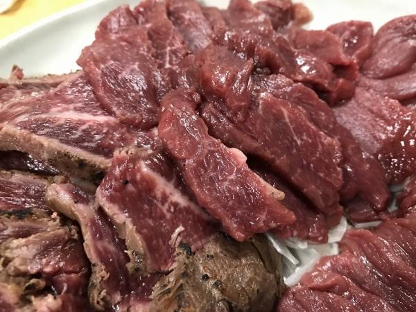 業務スーパー 千興ファーム食肉センター 馬刺し、馬肉食べ比べ (27)