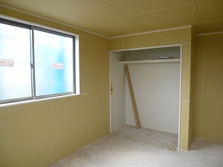 2階洋室収納②