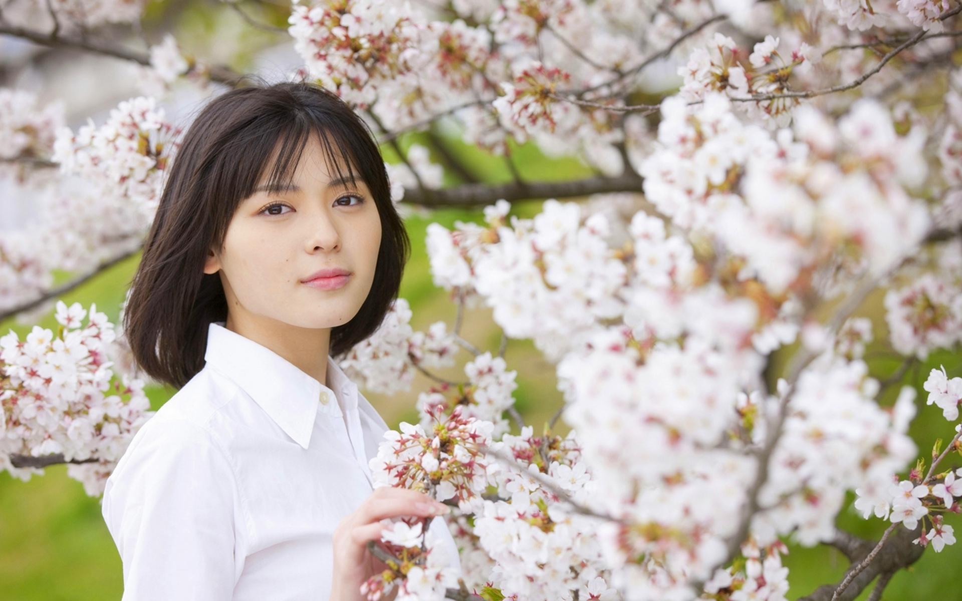 制服コレクション 青系のCHECKのスカート 土手 桜の木 矢島舞美 2