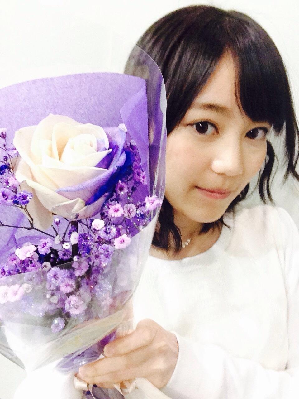白の薔薇の花束 生田 2018