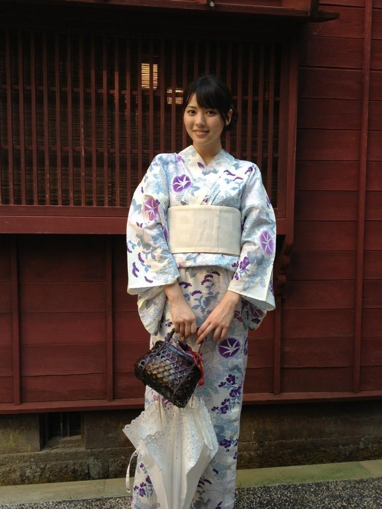 白地に紫のお花の浴衣 白のレースの傘 矢島舞美