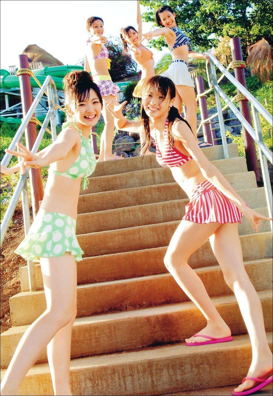℃-ute 赤と白のラインのビキニ 矢島舞美
