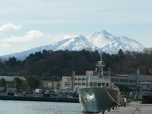 漁港からの岩木山