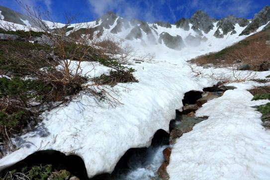 残雪の千畳敷と宝剣岳