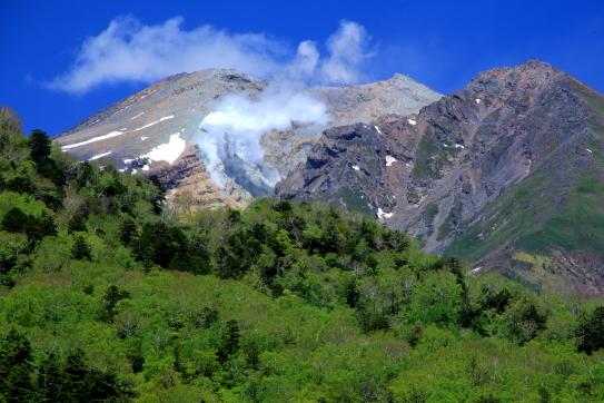 御岳山地獄谷に立ち昇る噴煙