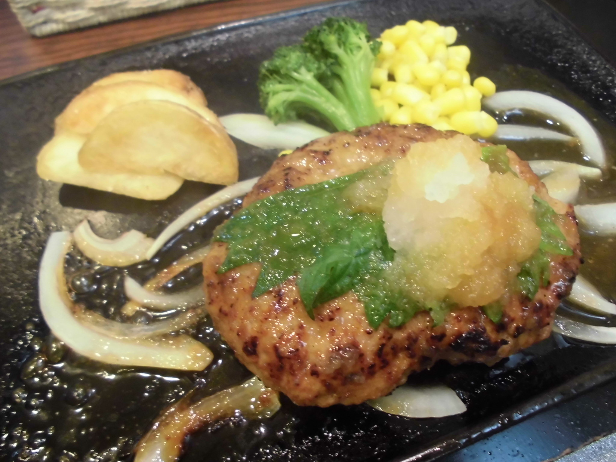 レストラン瀬里奈・黒豚ハンバーグ