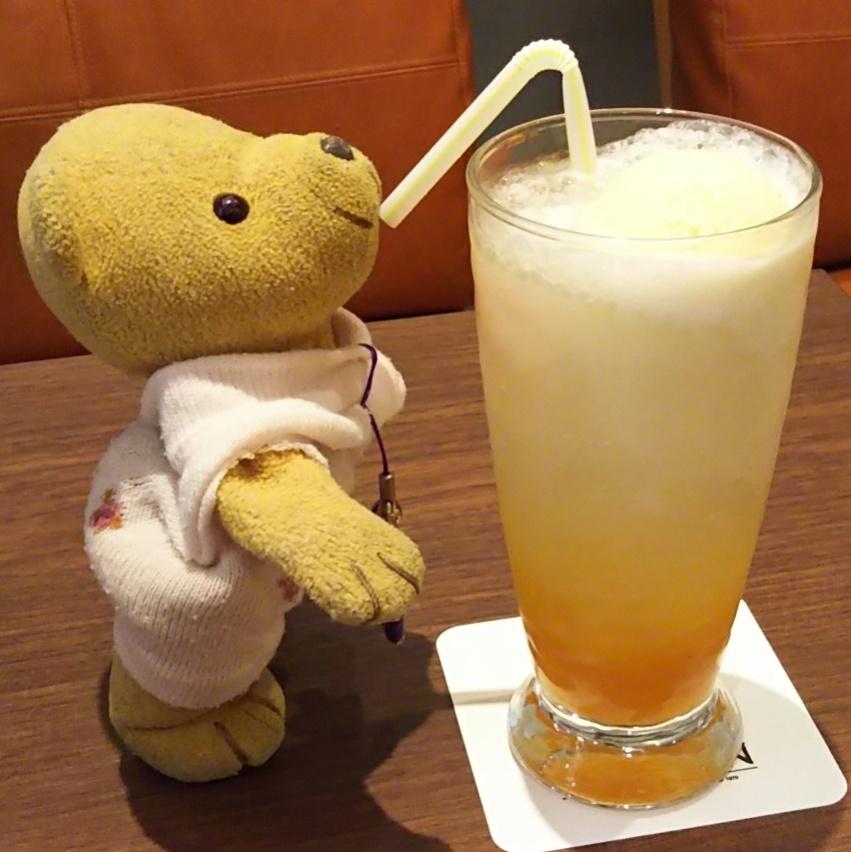 Instagram 170823 珈琲館静岡パルシェ店(改札内)クリームソーダ オレンジ