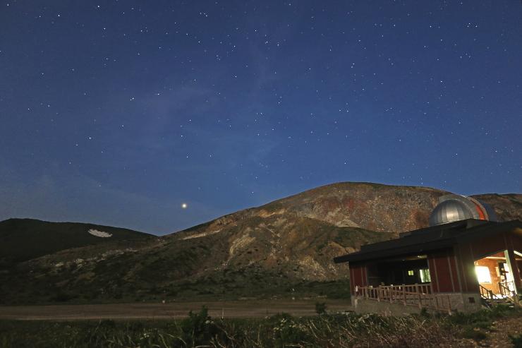 浄土平天文台と星空