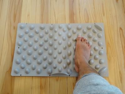 台湾で学んだ本格足つぼ足もみマッサージ・整体を通して根本的な体質改善をお手伝い_整体院の健康グッズ紹介_官足法ウォークマット