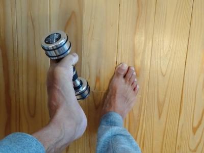 台湾で学んだ本格足つぼ足もみマッサージ・整体を通して根本的な体質改善をお手伝い_整体院の健康グッズ紹介_足指トレーニング_ダンベル1キロ