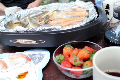 朝はお庭で魚焼いて