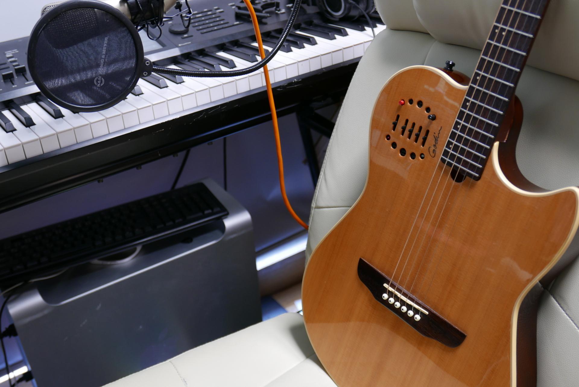 3:MacとGodinギター