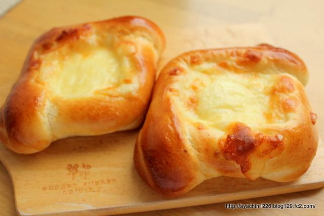 18.06.23Wチーズパン1