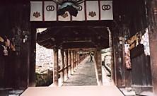 長谷寺階段下から