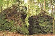 室生天の岩戸の磐