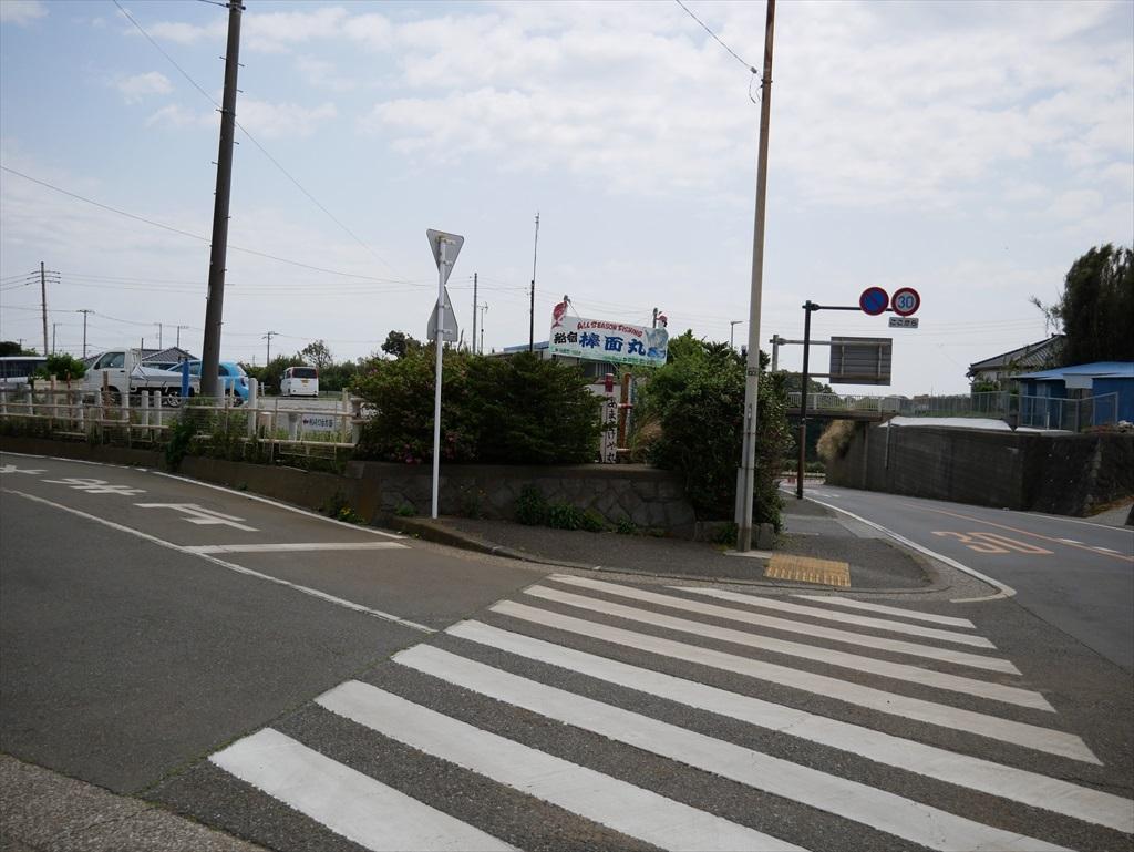 終点の剱崎バス停から少し行ったところから左道に入る