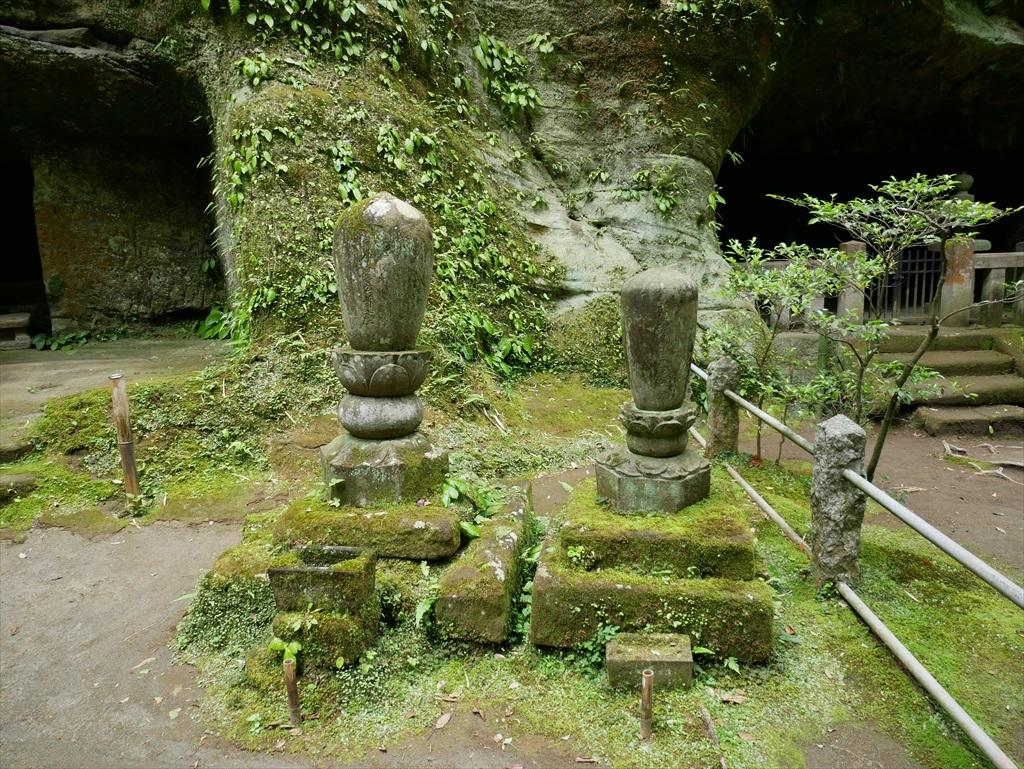 この寺の歴史を彩る住持の墓