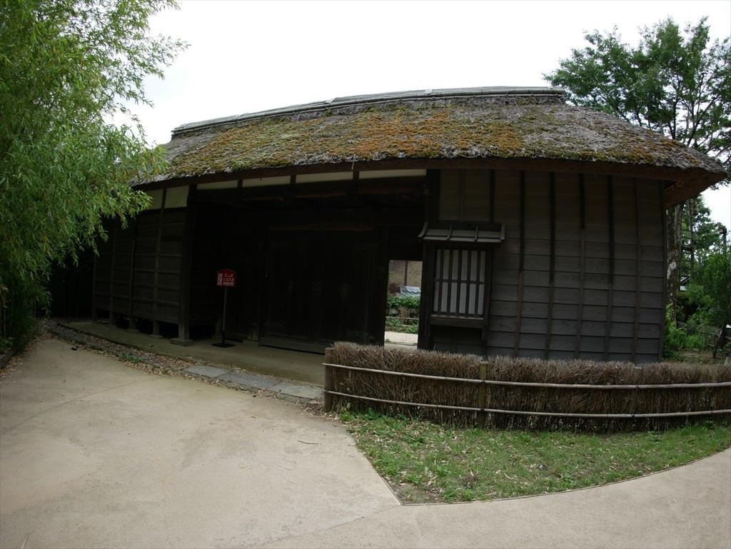 旧谷岡家住宅表門_敷地外部から見た様子_2