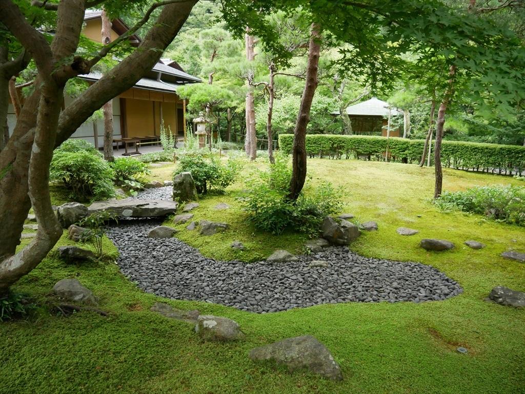 そのアプローチから庭園を見た様子_3