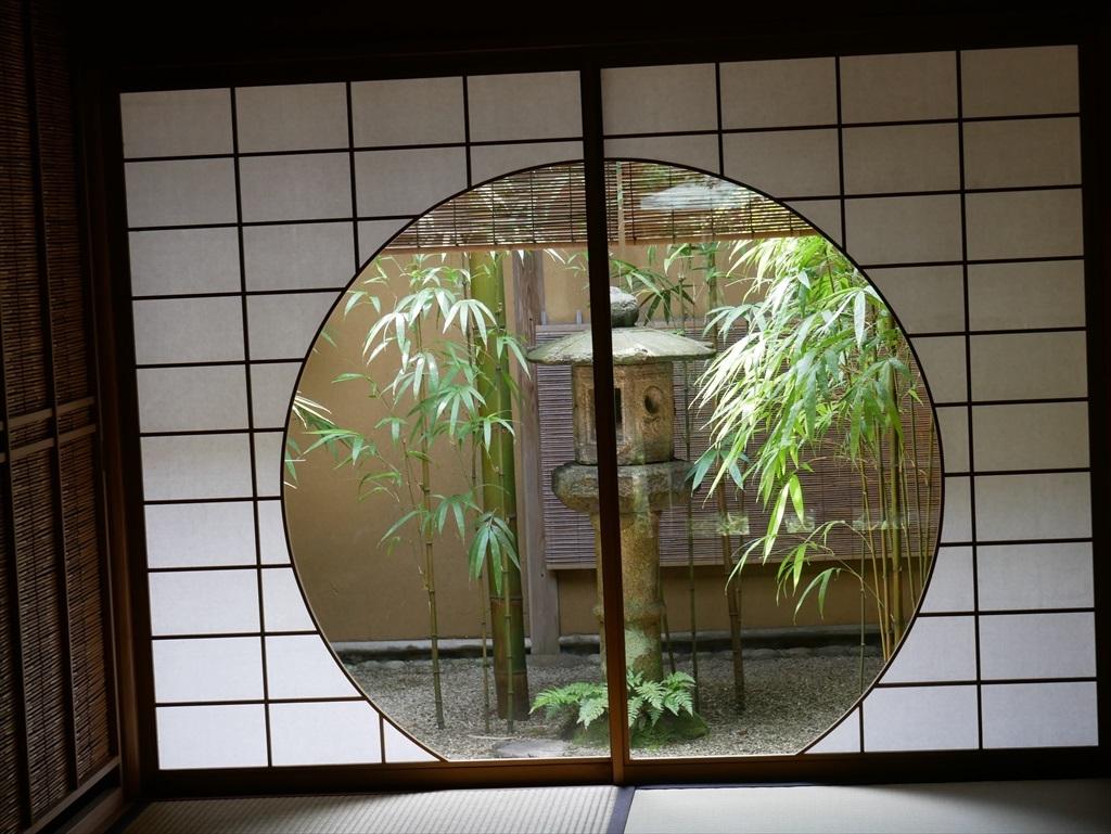 茶席『時雨』の円窓_5