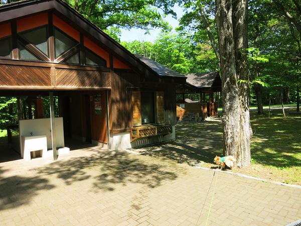 古山貯水池自然公園オートキャンプ場 フリーサイトA トイレと炊事場