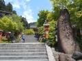180504鞍馬街道から山門を見上げる
