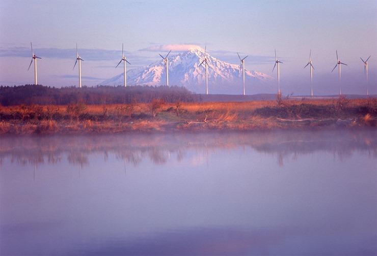 風車と朝靄03