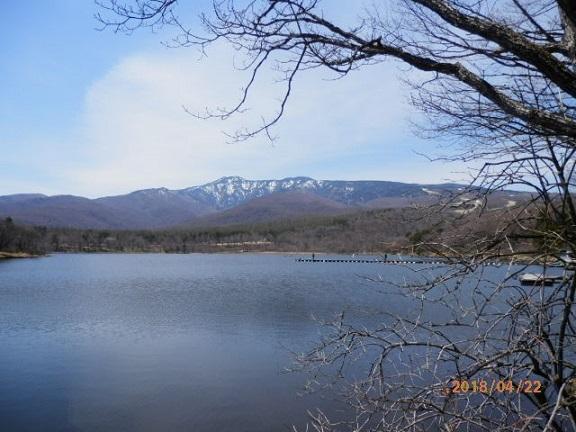 バラギ湖のマスつり