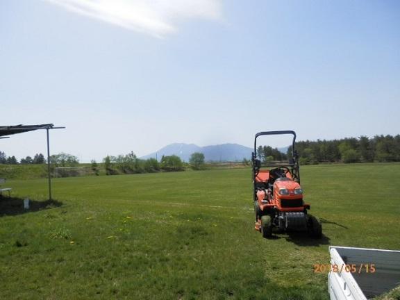 サッカーグランド草刈り作業