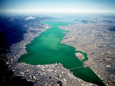 濃抹茶色の琵琶湖(実写ではありません)