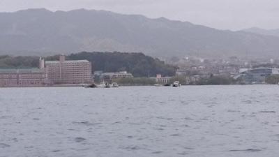 雄琴沖の藻刈り(4月17日10時頃)