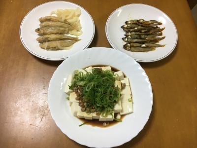 今日の晩ご飯はスゴモロコの南蛮漬けとコアユの醤油煮、納豆豆腐