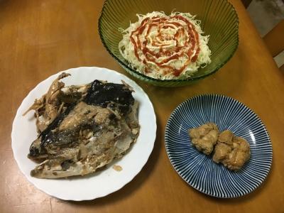 今日の晩ご飯はシイラの卵の煮付けとメジロのアラ煮とコールスロー