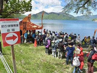 中禅寺湖で開催された釣り体験教室